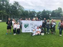 Nach seinem letzten Heimspiel in der Ersten: Pascal Könemann im Kreise seiner Familie und Fans