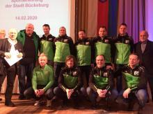 Die Mannschaft der Ü-32 nach der Ehrung durch den Bürgermeister der Stadt Bückeburg Rainer Brombach