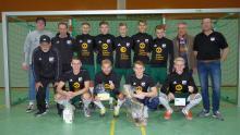 Siegermannschaft EMB-Cup2019 VfL Bückeburg mit Cup Sponsor Dieter Meier(EMB-Leuchten)