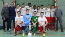 Sieger VGH-Cup2018 RB Leipzig umrahmt von VGH-Vertretern Jens Everding, Raphael Kraus und VGH-Regionaldirektor Peter Kuhlenkamp