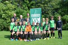 E2- Mannschaft des VfL Bückeburg mit (hinten v.l.n.r) Jugendleiter Falko Rohrbach, Thorwald Hey und Co-Trainer Thomas Bormann