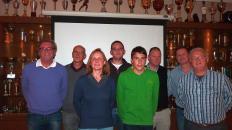 Anwesende Schiedsrichter des VfL eingerahmt vom Vorstandsmitglied Hans-Heinrich Hansen und Schiedsrichterbeauftragter Wolfgang Meier