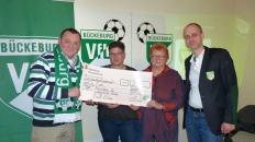 Spendenübergabe an die Tschernobyl Hilfe: V.l.: Hans-Werner Lücke, Bianca Meier-Heimstädt, Christel Bergmann u. Tom Cross